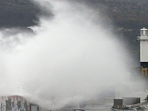 Обявен е оранжев код за част от България, заради очакван бурен вятър