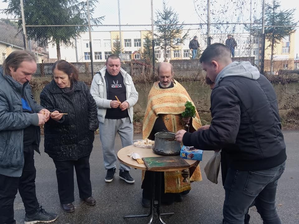 Димитър Ейков от гоцеделчевското село Брезница е  тазгодишния благословен младеж, който извади Богоявленския кръст