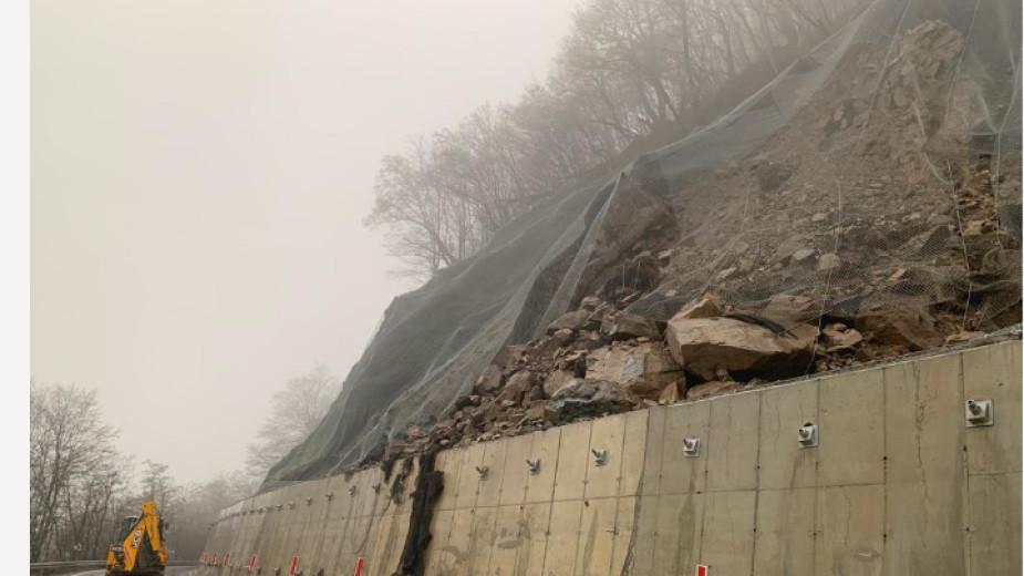 Пътят за Рилския манастир ще остане затворен поне до спиране на валежите