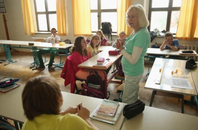 Учителите без зелен сертификат могат да преподават дистанционно