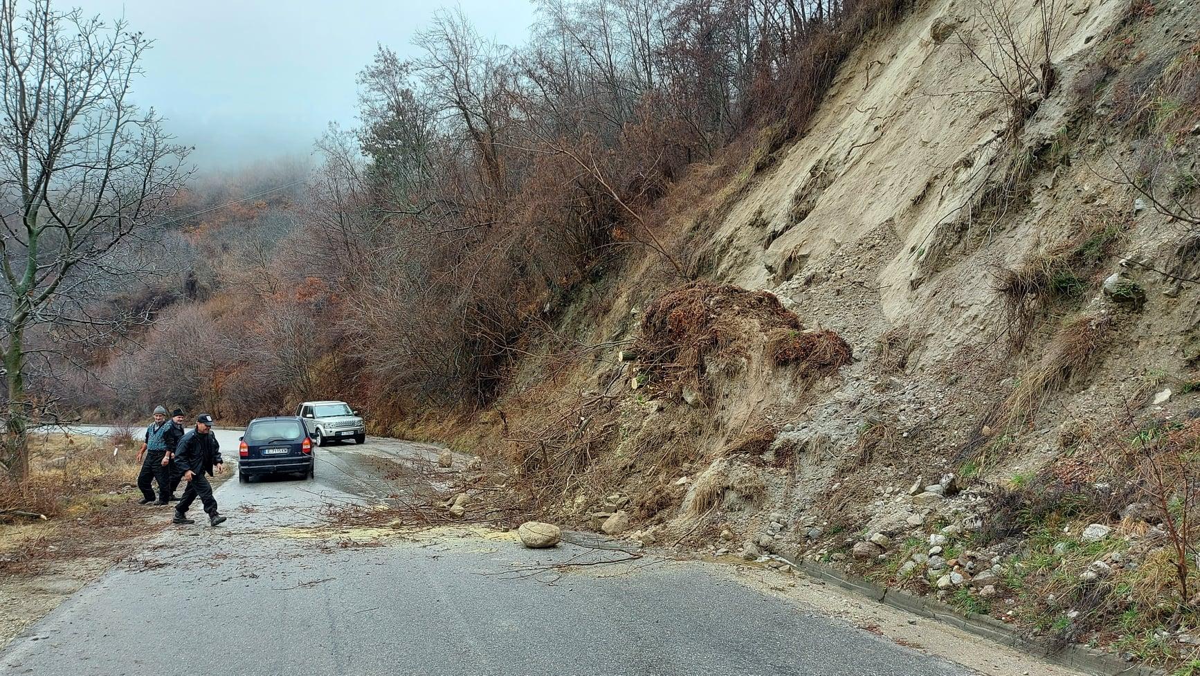 Пропадна подпорната стена на пътя Банско – Гоце Делчев