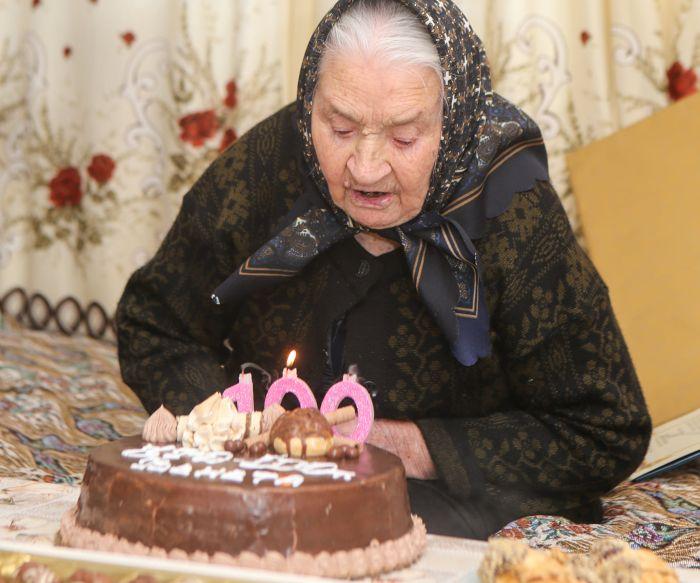Баба Венета от Марикостиново с 100-годишен юбилей