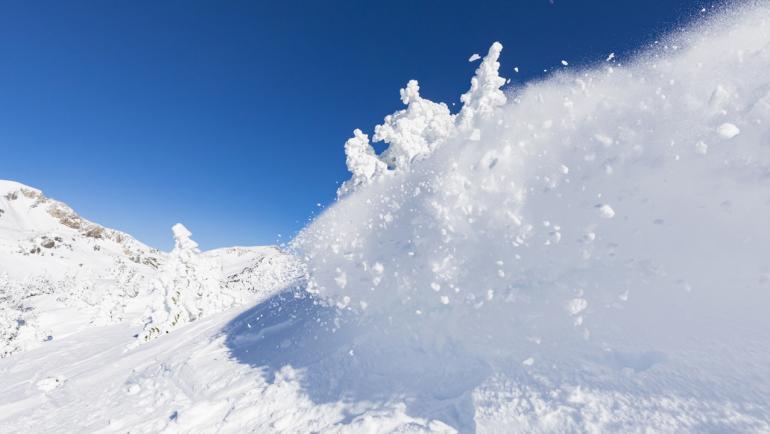 Предупредиха за изключително висока лавинна опасност