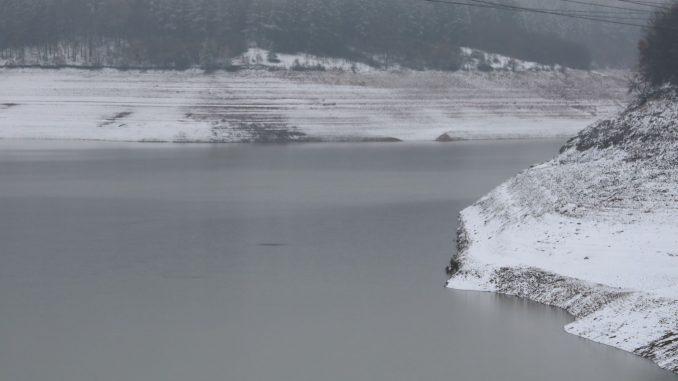 """Земен без вода, продължава изпускането на язовир """"Студена"""""""