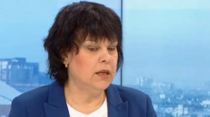 Таня Михайлова от МОН: Носенето на маски в клас остава задължително