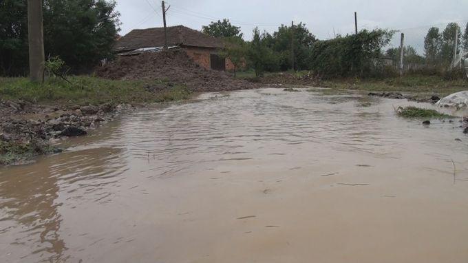 Най-сериозни са пораженията от водната стихия в селата Корница и Брезница