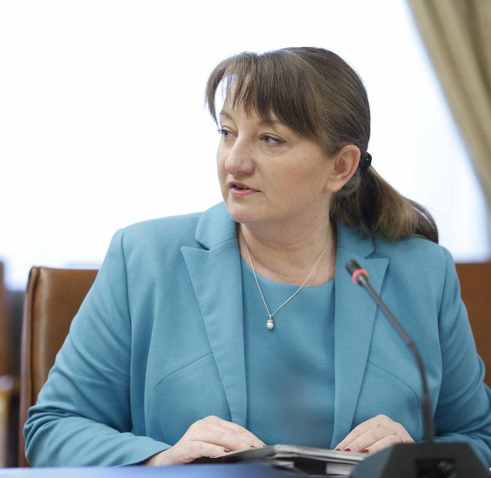 Властите обсъждат разхлабване на мерките на всеки две седмици