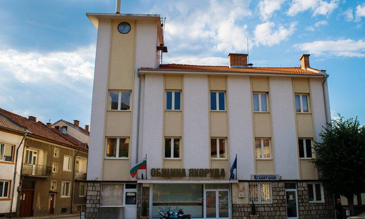 Как болницата в Якоруда вместо да лекува болните с Ковид, стана луксозна ВИП кооперация за близките на кмета Н. Кафелов