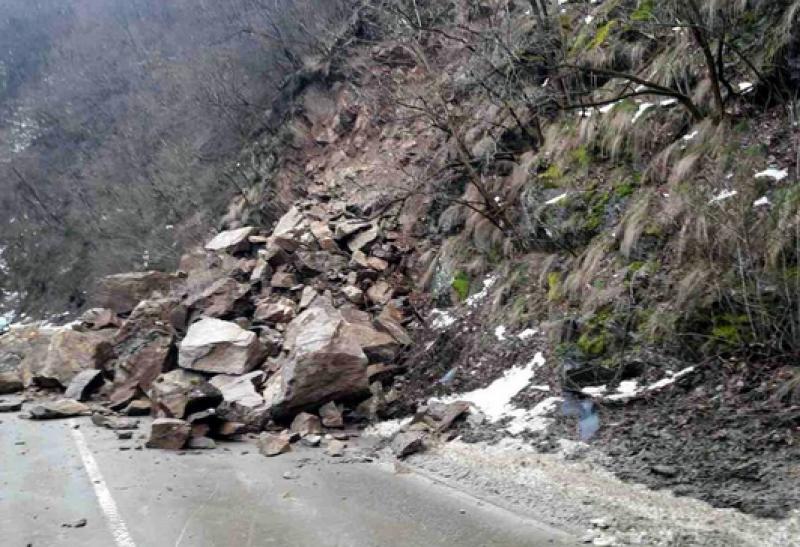 Пътят до Рилския манастир остава затворен  14 дни
