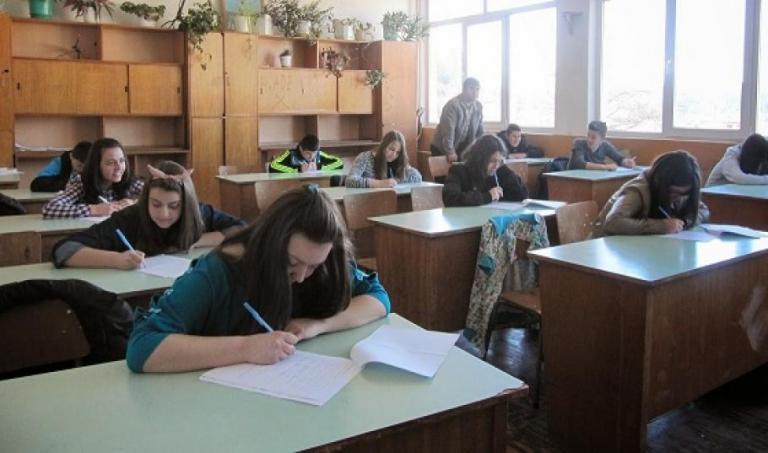Отмяна на матурите в 10 клас през 2021