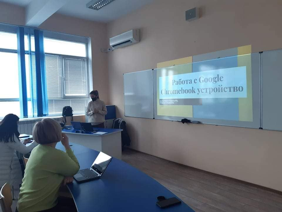 """ПМГ """"Яне Сандански"""" е сред десетте училища, избрани да станат част от проекта на МОН за прилагане модела на обучение """"1:1"""" (""""Едно към едно"""")"""