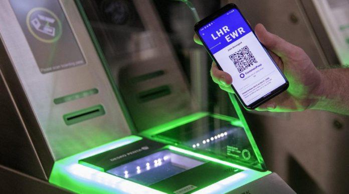 """Гърция и Израел въвеждат """"зелен паспорт"""" за пътувания без ограничения"""