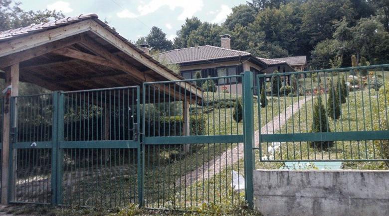 Врява: Мая Манолова се оплака от сметище край къщата си в Рударци
