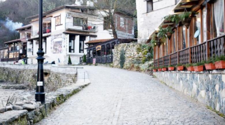 Рушащото се училище в Мелник оценено на над 400 бона, търси се инвеститор