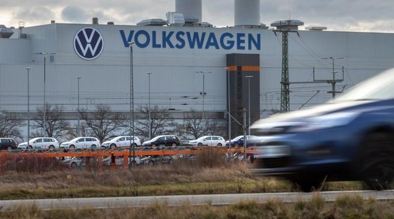 """Перничанин открадна 8 коли от завод на """"Фолксваген"""""""