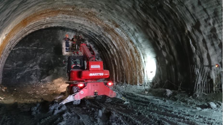 """Очаква се до април да се пробие тунел """"Железница"""""""