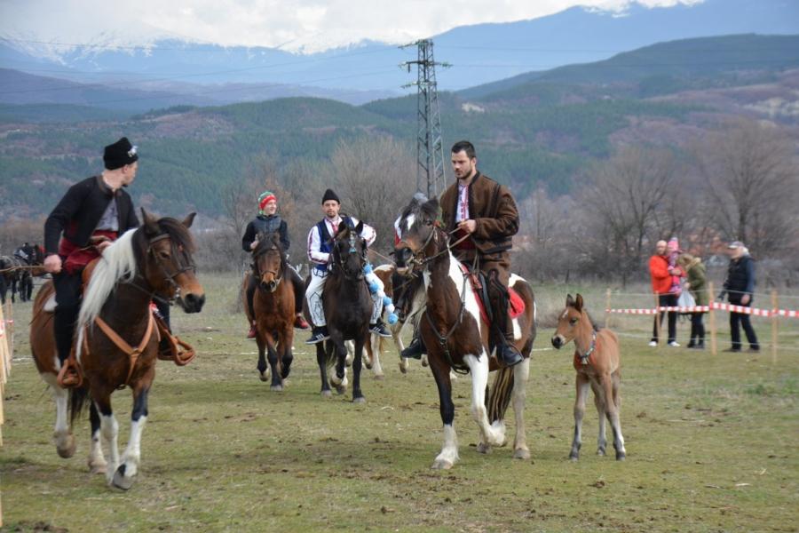 С водосвет и захранване на конете отбелязват Тодоровден в община Симитли