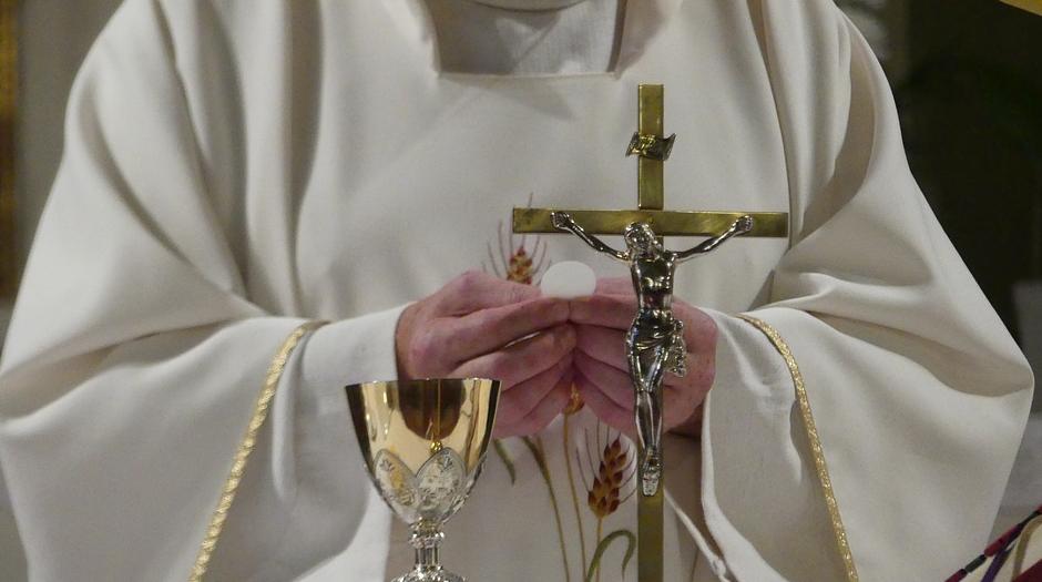 Католически епископи ще изплащат финансова помощ на жертвите на духовници педофили