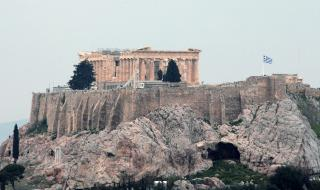 Гърците с вечерен час на Великден, магазините с ограничения за клиенти