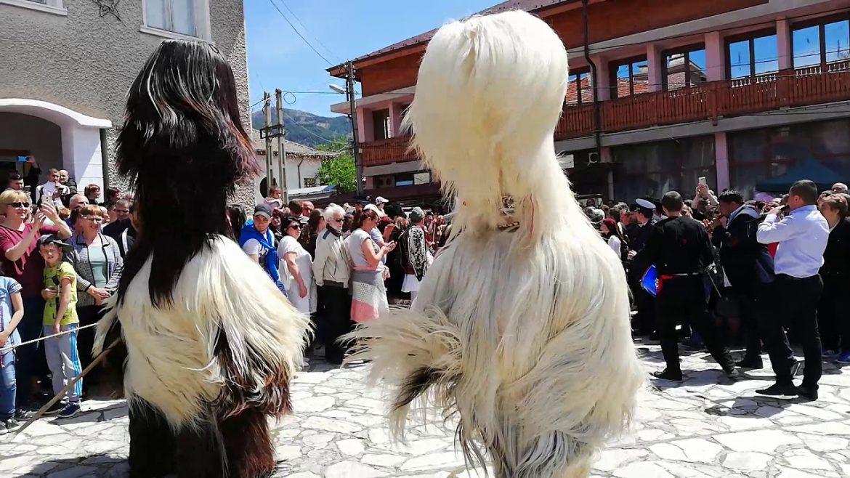 """Жителите на Елешница са решили въпреки пандемията """"неофициално"""" по махали да проведат кукерския фестивал за Великден"""
