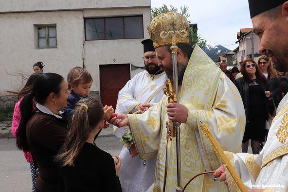 """В църквата """"Света Троица""""в Банско бе отслужена Златоуста литургия от Негово Високопреосвещенство Неврокопския Митрополит Серафим"""