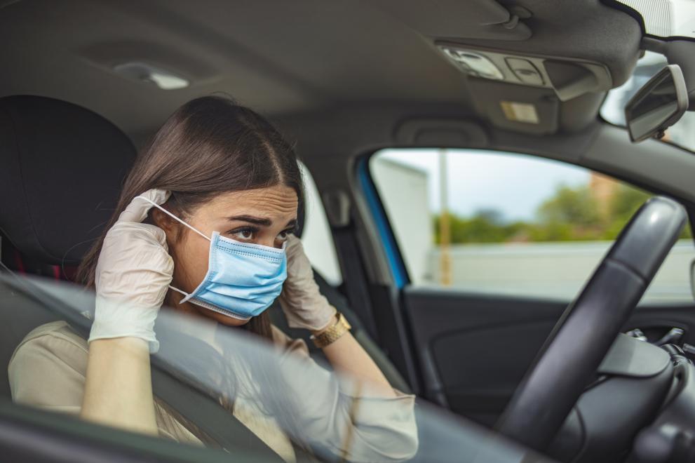В Гърция глобяват за липса на маска в колата