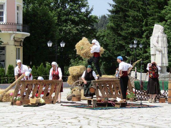 """Разлог ще бъде домакин на фестивала на традиционните хорá """"На армане с тъпане"""""""