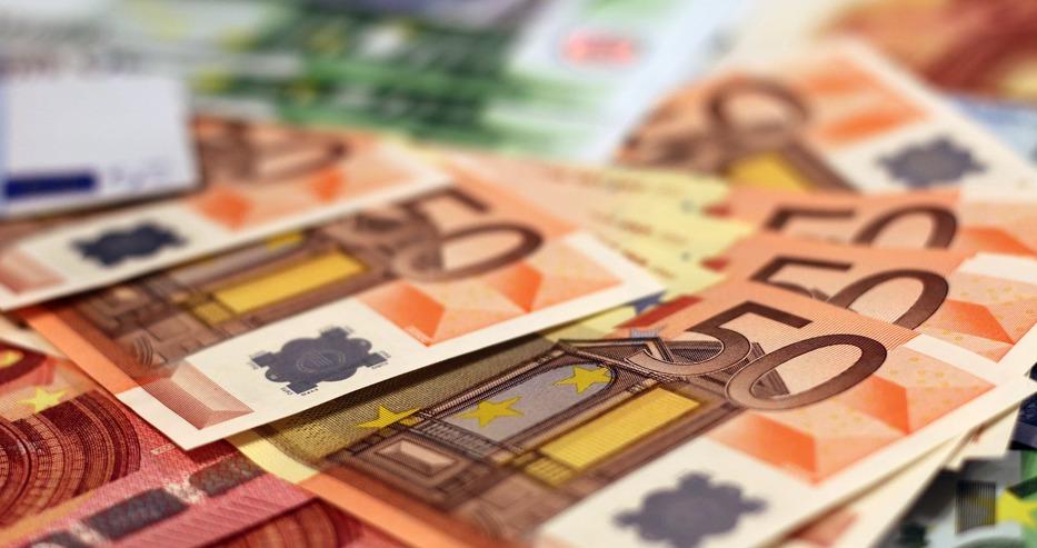 ЕС забранява тегления над €10 000