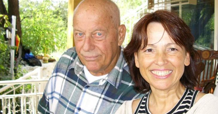 Вдовицата на Коста Цонев продаде за милион семейния имот