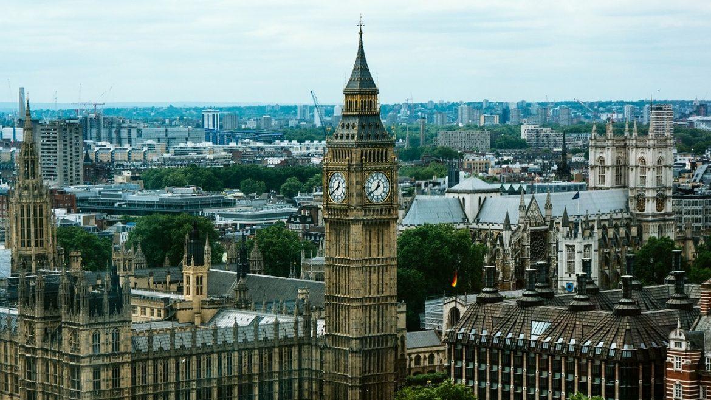 Лондон предупреди възрастните европейци, че могат да загубят правата си на Острова