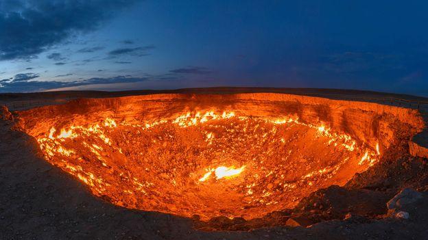 """Кратерът Дарваза: Къде се намират """"Портите на ада"""""""