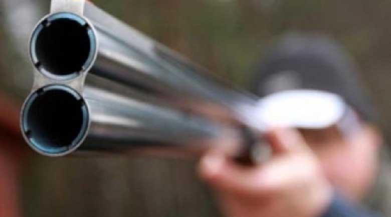 Мъж стреля по автомобил, уцели шофьора