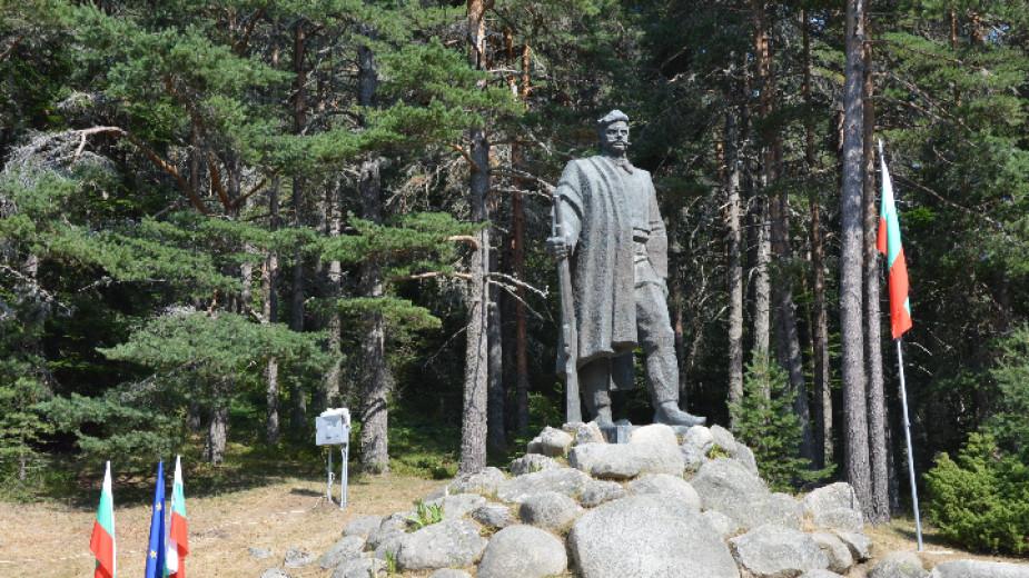 Вицепрезидентът Илияна Йотова ще е гост на традиционният събор на Попови ливади