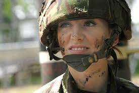 Жените в САЩ минават задължително на военен отчет