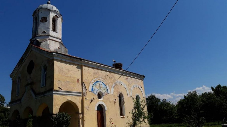 Църква в наше село стреля срещу мълниите