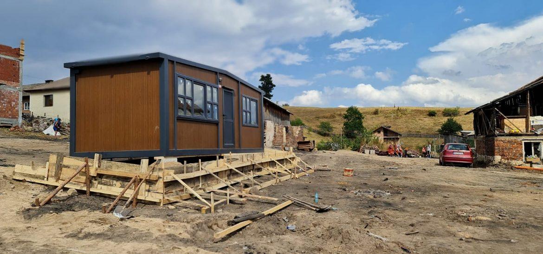 ГЕРБ-СДС дариха 120 000 лева за закупуване на шест къщи от преместваем тип дарение за село Кръстава