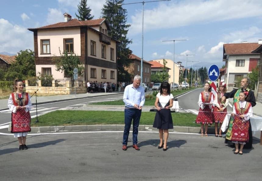 B село Баня, се състоя официалната церемония по откриването на новоизграденото кръгово кръстовище