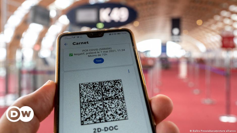 Англия променя мобилното приложение за COVID-19