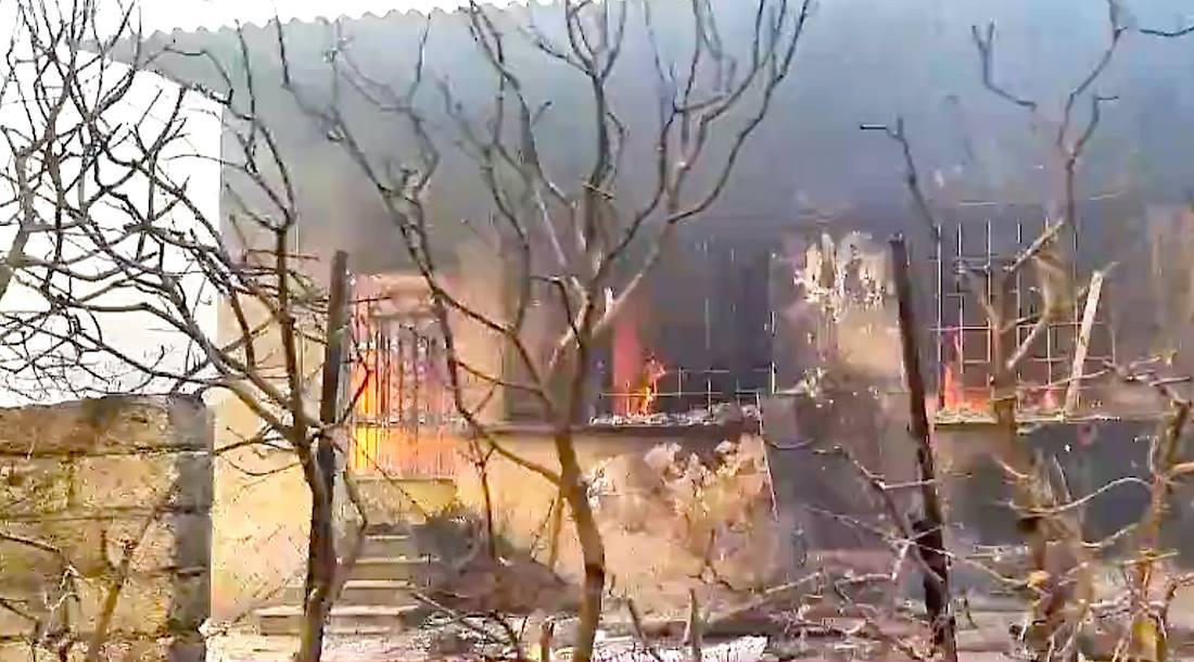 Голям пожар избухна край Атина