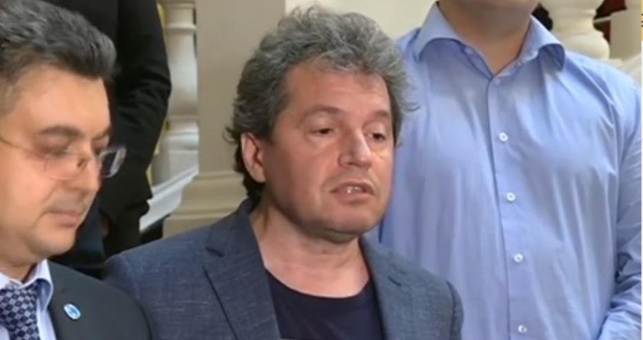 Тошкo заплаши журналистите със съд