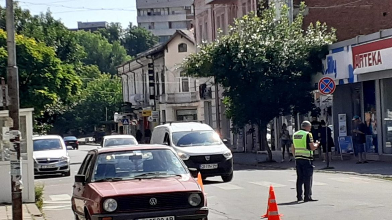 Шофьор блъсна баба и внуче на пешеходна пътека в Кюстендил и избяга