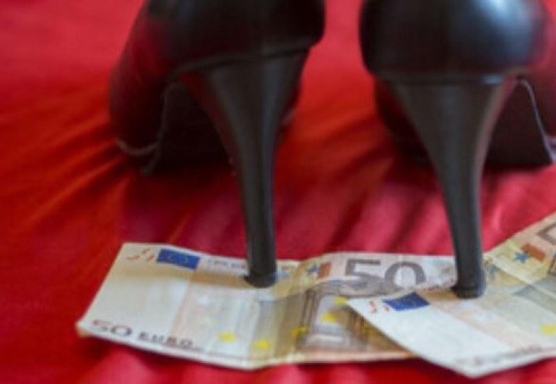 Жрица на любовта ограби грък, сви му 700 евро