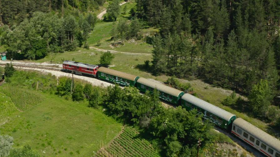 Обновени спирки по маршрута на теснолинейката Септември-Добринище