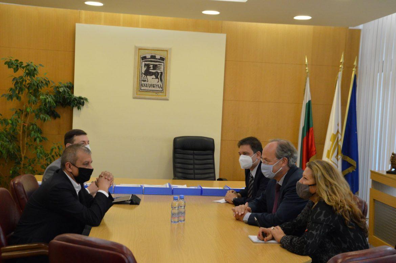"""Кметът Илко Стоянов посрещна посланика на Германия, заедно посетиха новооткрития завод на """"Оттобок"""""""
