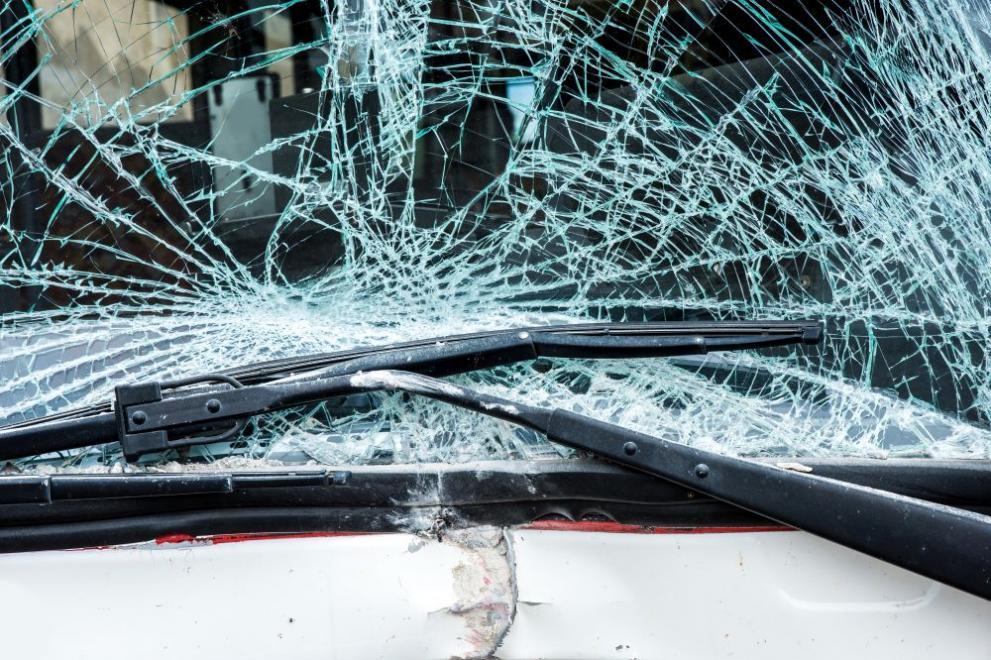 Загинал и ранени при катастрофа на автомобил с нелегални мигранти в Гърция