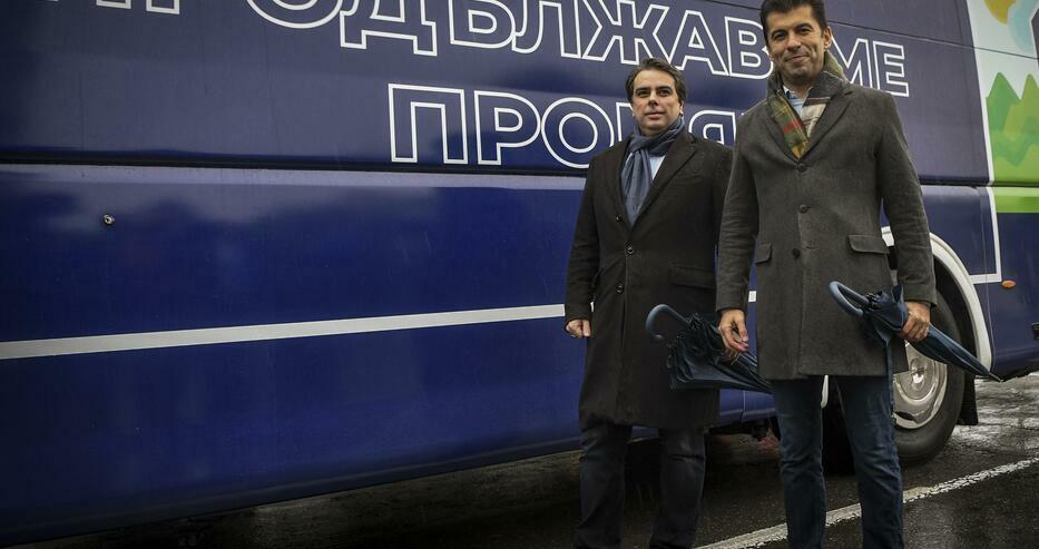 Анализатор: Радев ще даде мандата за правителство на Кирил Петков дори да не спечелят изборите