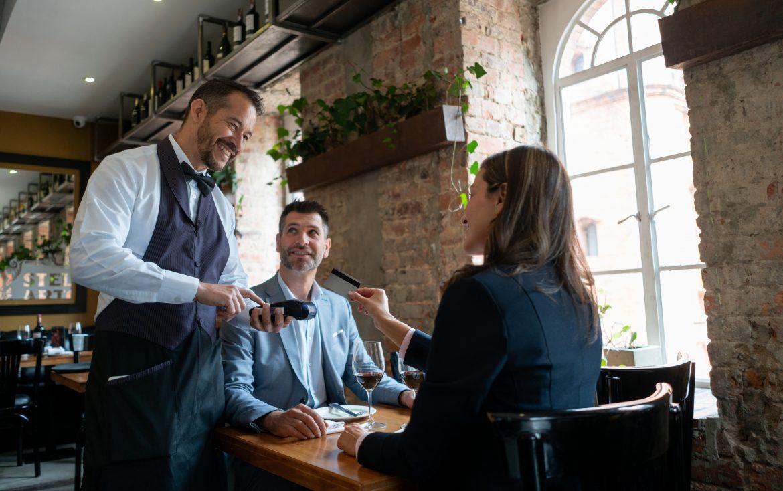 Над една трета от рестораньорите предпочитат държавата да ги затвори, вместо да работят със зелени сертификати